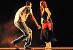 Conduce il #ballo la donna, che servendosi di piccole fughe, guizzi, repentine fermate e ripartente, stuzzica l'uomo ad inseguirla #salento