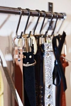 Hang a Belt Rack --- It only takes five minutes to organise one aspect of your wardobe and Ikea affordable kitchen rails also double up as a nifty belt rack. Dressing Ikea, Dressing Pas Cher, Dressing Room, Belt Storage, Closet Storage, Closet Organization, Organization Ideas, Storage Bins, Extra Storage