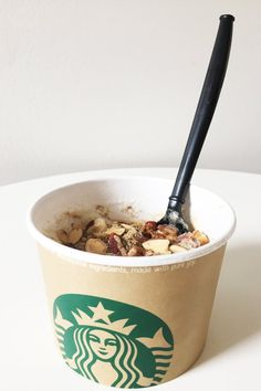 Starbucks Secret Menu isn& limited to just drinks, you can even hack an oatmeal bowl and make it into a delicious all-in-one breakfast treat. Starbucks Secret Menu Drinks, Starbucks Recipes, Starbucks Coffee, Starbucks Hacks, Vanilla Frappuccino, Starbucks Frappuccino, Cinnamon Dolce Syrup, Secret Menu Items, National Coffee Day
