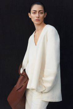 Co Pre-Fall 2020 Fashion Show Collection: See the complete Co Pre-Fall 2020 collection. Look 2 Tim Walker, Fashion 2020, Fashion Week, Womens Fashion, Fashion Show Collection, Couture Collection, Vogue Paris, Paolo Roversi, Moda Casual