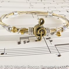 Guitar String bangle antique brass music charm silver wire wrap. GS86 Guitar String Jewelry, Music Jewelry, Cute Jewelry, Jewelry Crafts, Jewelry Accessories, Handmade Jewelry, Jewelry Design, Brass Music, Guitar Strings