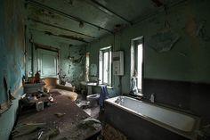 The bathroom (Cyrnic)