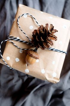 Geschenke nachhaltig verpacken | Alternativen zum Geschenkpapier | Wrapping Ideas, Gift Wrapping, Teacup Pigs, Snail Shell, Best Birthday Gifts, Zero Waste, Things To Think About, Cuff Bracelets, Upcycle
