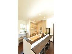 Onocom Design Center  大容量の背面収納と家事スペース付きの食品庫ですっきり収納。