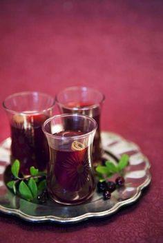 Godaste alkoholfria glöggen gör du själv. Vill du ha alkohol i, tillsätter du bara detta vid servering.