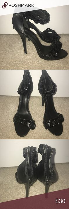 1HR ONLY🎁Chain link pumps Gorgeous black on black  chain link pumps.. worn once.. excellent condition Windsor Shoes