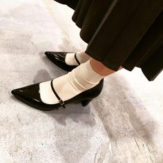 Socks And Heels, Ankle Socks, Fashion Tights, Women's Fashion, Weird Sisters, Girls Heels, Sock Shoes, Oxford Shoes, Pumps