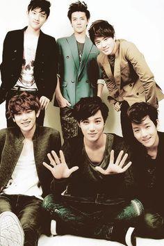 EXO-K, Top (left to right): D.O, Sehun, Suho. Bottom (left to right): Chanyeol, Kai, Baekhyun. #Please Eyeliner~~~ >_<