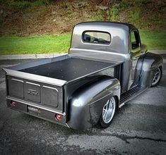 Cars, Motorcycles and rock and roll 1950 Ford Pickup, 1948 Ford Truck, Ford Ranger Truck, C10 Chevy Truck, Old Ford Trucks, Old Pickup Trucks, Hot Rod Trucks, Cool Trucks, Garage Atelier