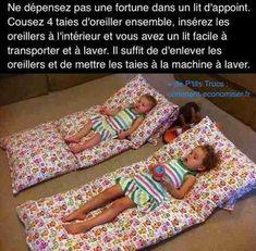 Pas besoin de dépenser une fortune pour acheter un lit pliant ou parapluie ! L'astuce est de coudre 4 taies d'oreiller ensemble pour faire un matelas facile à transporter.