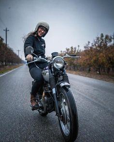 elegant-apparatus:Those moments . Triumph Cafe Racer, Triumph Motorcycles, Lady Biker, Biker Girl, Motorcycle Memes, Honda 125, Cafe Racer Girl, Cafe Bike, Biker Chick