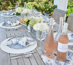#summerwater #rosé #rosewine #roseallday #drinkmorewine #frenchrosé #provencewine #pinkwine #summerwine #roséallday #roselover #winewithlunch #boozylunch #drinkpink #tohavetohost #summertablescape White Table Settings, Place Settings, Summer Table Decorations, Al Fresco Dinner, Dinner Party Table, Lush Garden, White Gardens, Summer Drinks, Tropical