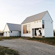 Most recent Images Modern Farmhouse architecture Thoughts Country chic living's come a long way since Eva Gabor landed on Green Acres from life in a glamoro White Farmhouse Exterior, Modern Farmhouse Plans, Farmhouse Style, Farmhouse Decor, Farmhouse Design, Modern Barn House, Pole Barn Homes, Pole Barns, The Ranch