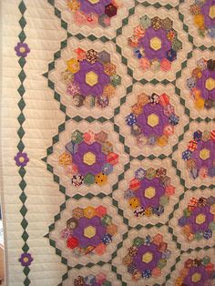 Border on hexagon quilt.   (Pomeroy Quilt Show by Happy Zombie) -- NOW I know how I will finish my quilt!