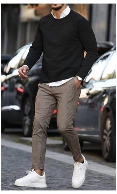 Black Shirt Outfit Men, Chinos Men Outfit, Mens Black Shirt, Smart Casual Menswear, Men Casual, Men's Casual Pants, Casual Shirts, Business Casual Herren, Mens Business Casual Style