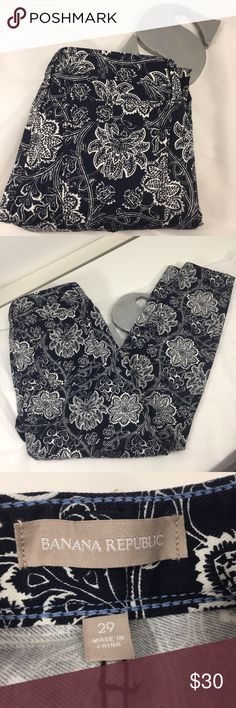 🆕Banana Republic floral skinny ankle jean Banana Republic size 29 skinny ankle jean in dark navy/white. Navy is so dark it looks almost black, at least in my lighting! 98% cotton and 2% spandex. In excellent condition.  Inseam = @28.5 inches Rise = @8.5 inches Waist = @31.5 inches Banana Republic Jeans Skinny