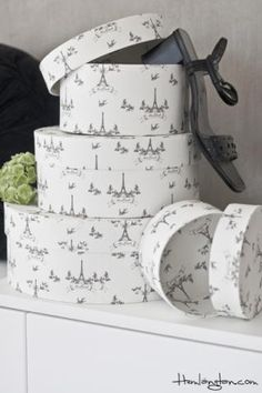 Hatboxes with Eiffeltower prints
