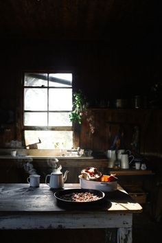Zauberhaft wohnen - The magickal home Lean Timms Photographer - Food Shopping For The Best Interior And Exterior, Interior Design, Interior Styling, Slow Living, Morning Light, Autumn Morning, Cabins In The Woods, Country Life, Kitchen Dining