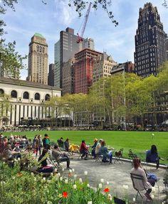 Spring in Bryant Park 🌷 (presso Bryant Park) Ny Life, New York Life, City Aesthetic, Travel Aesthetic, Winter Wonderland, Nyc Girl, City Vibe, Just Dream, Dream City
