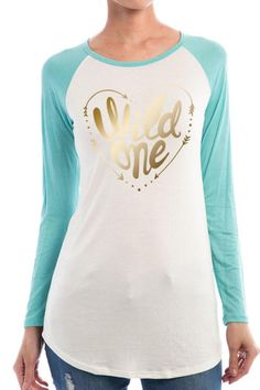 244c04e6dc1336 Wild one printed raglan top with turquoise sleeves. Measures  26.5