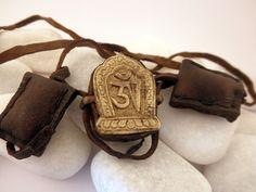 """Antiguo colgante etnico Shaman Mala de cobre  """"Ghau"""" procedente de Tibet.    El colgante mide 3,5 cm. de alto por 2,6 cm. de ancho"""