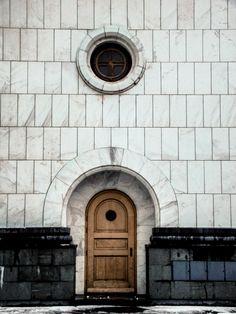 Door in Belgrade, Serbia http://eostories.com/2015/03/12/architectural-details-in-belgrade/