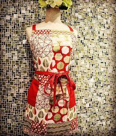カジュアルなパッチワーク風のエプロンです。落ち着いた黄味の赤がひきしまるカジュアルなエプロンです。  #エプロンオシャレ #エプロン #エプロンワンピ #エプロンワンピース #エプロン可愛い #料理#料理教室#ファッション#テキスタイル #キッチン #キッチングッズ #キッチン用品 #雑貨 #キッチン雑貨 #ベルプリューム#暮らし #kitchenware #kitchenlife #cooking #cookingtime #apron #belleplume#instagood #instalike #textiles #homefashion#fashion #photooftheday #cute  Yummery - best recipes. Follow Us! #kitchentools #kitchen
