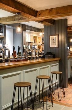 20 Pub Interior for Brilliant Room Arrangement Idea - TopDesignIdeas Pub Design, Bar Interior Design, Restaurant Interior Design, Design Interiors, Café Bar, Pub Bar, Bar Restaurant, Modern Restaurant, Irish Pub Decor