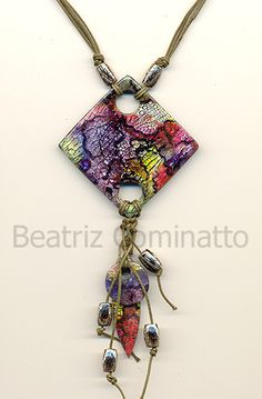 Metalização tingida aplicada na cerâmica plástica (polymer clay) by Beatriz Cominatto, via Flickr