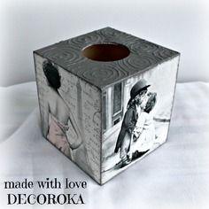 Boîte carré en bois, peinte (acrylique) et décorée avec la technique du serviettage(serviette en papier collée motif chats), puis vernie. Quatre images différentes. Dimension: L: 13 cm l: 13 cm H: 14 cm