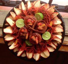 PopCharolaMix de pepinosLokos y manzana preparada con chamoy y tamarindo.