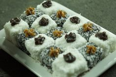 Resep l Ystervarkies (Lamingtons) Summer Recipes, Holiday Recipes, South African Recipes, Ethnic Recipes, International Recipes, No Bake Cake, How To Make Cake, Cupcake Cakes, Cupcakes