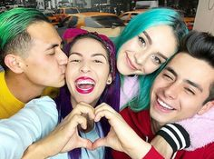 Boto, Dani, Sofia y Javier Best Friends Forever, Beret, Squats, Actors, Couple Photos, Miraculous, Bb, Humor, Followers