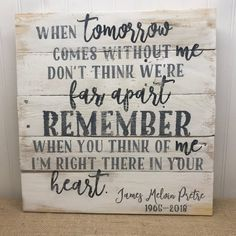 Remember Me - Memorial Sign - Rustic Pallet Wall Art - Gift for Widow Widower - In Memory Plaque - B Pallet Wall Art, Wood Pallet Signs, Wooden Signs, Diy Pallet, Pallet Ideas, Wood Pallets, Wooden Boards, Pallet Crafts, Tatoo