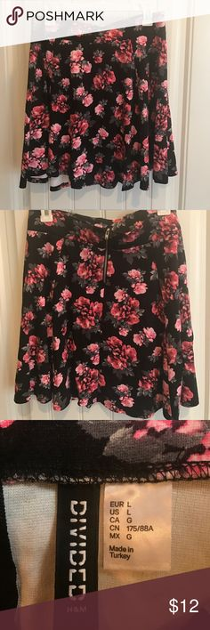 H&M skater skirt. Super cute black and floral 🌺 Black and pink floral skater skirt from H&M. Perfect for any day work or play🌸💐 H&M Skirts Circle & Skater