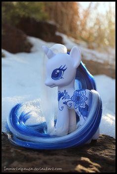 Styling Sized Delft MLP by ImmortalPanda on DeviantArt My Little Pony Unicorn, My Little Pony Figures, Mlp My Little Pony, My Little Pony Friendship, Little Poney, Mlp Pony, Custom Dolls, Delft, Pet Shop