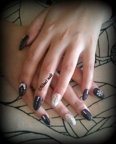 angel wings and snowflakes . FANTASTIC nails for Christmas!!!!!!!!!!!!!