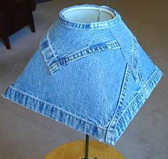 Abajur com cúpula revestida de jeans