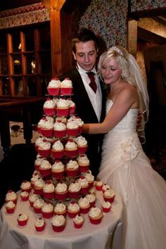 wedding cakes are much messier than cupcakes. The sizes of #Wedding #Cupcakes #Surbiton differ depending on the couple and their preferences. The couples choose what sizes and colors they need to be used.