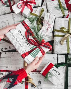 Christmas gift wrapping ideas that make presents even more special - Idea Wallpapers , iPhone Wallpapers,Color Schemes Wrapping Ideas, Creative Gift Wrapping, Present Wrapping, Christmas Mood, Christmas Crafts, Christmas Decorations, Preppy Christmas, Homemade Gifts, Diy Gifts