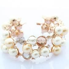 looks like a bracelet, but it would make a very nice necklace, too - I love the combination of different coloured pearls plus the bare wires of gold stretching one cluster to the next.