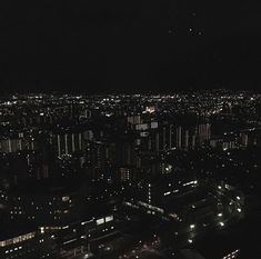 in the city of angels Gray Aesthetic, Night Aesthetic, Black And White Aesthetic, Aesthetic Grunge, Dark Feeds, Different Aesthetics, Dark City, Night Vibes, Dark Paradise