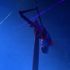 #松山奈未 さん  普段とは違ったテイストを。 とっても、ステキなパフォーマンスを観させてもらってます! ꒰๑˘͈◡˘͈๑꒱◦° … 撮影:2016.04.02 …  #aerial  #エアリアル  #エアリアルダンサー  #ピューロランド #puroland #ミラクルギフトパレード #miraclegiftparade #d3300 #nikon #puro25th D3300, Concert, Instagram Posts, Concerts