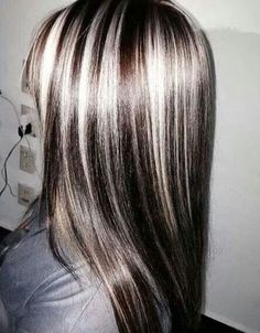 I like the colors just not as chunky. Burgundy Blonde Hair, Dark Blonde Hair Color, Hair Color Highlights, Brown Hair, Dramatic Highlights, Gray Hair, Cute Hairstyles For Teens, Teen Hairstyles, Hairstyle Ideas