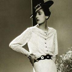 Robe de dentelle de Lucien Lelong, photographie d'époque du studio Dorvyne (circa 1935)