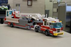 firetruck lego pics this thing is sick Lego Ambulance, Lego Fire, Lego Truck, Lego Pictures, All Lego, Cool Lego Creations, Lego Worlds, Lego Design, Fire Apparatus