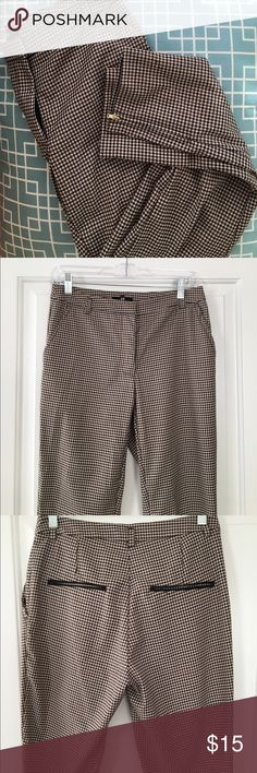 H&M cropped work pants - Size 6 Black, cream, and brown checkered print work pants with real zipper detail on the pant legs. High-waisted fit. Small unnoticeable snags on the front left pant leg (pictured). H&M Pants Ankle & Cropped