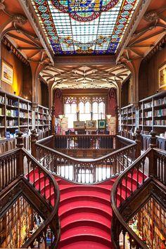 Oporto huele a libro. Las escaleras de la Librería Lello