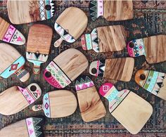 Lots of new cheese boards ready for tomorrow by candaresindesigns - Salvabrani Resin Crafts, Resin Art, Wood Crafts, Diy And Crafts, Diy Chopping Boards, Diy Cutting Board, Wood Projects, Craft Projects, Tissue Paper Flowers