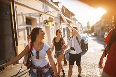 12 tips for dealing with different cost constraints when travelling with friends on different budgets. Living In San Francisco, Beach Picnic, Holiday Apartments, Group Travel, Digital Nomad, Walking Tour, Sunny Days, Sunnies, Budgeting